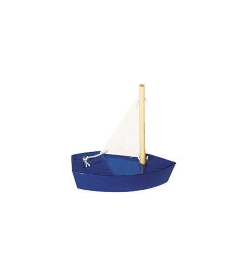 Mini-Segelboot aus Holz mit weißem Segel