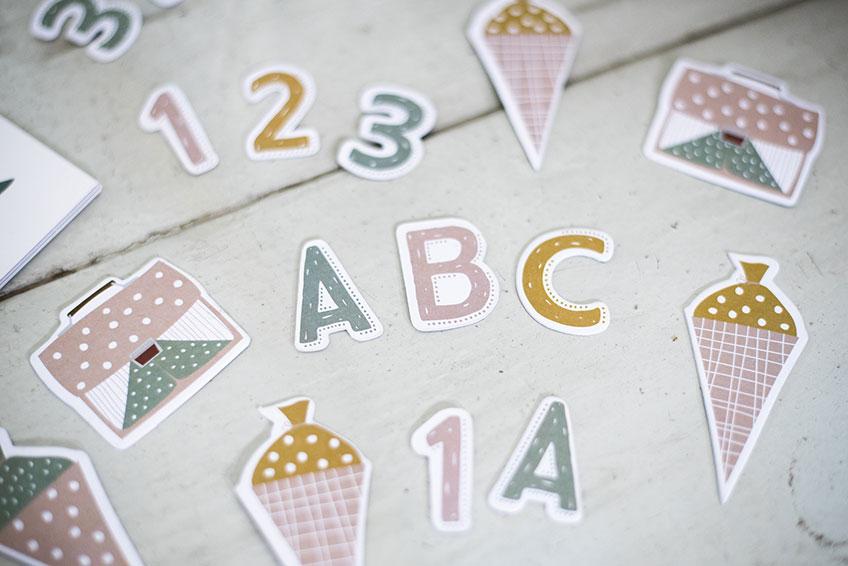 Mit Streuteilen mit Schulmotiven kannst du den Tisch dekorieren - aber auch vieles mehr