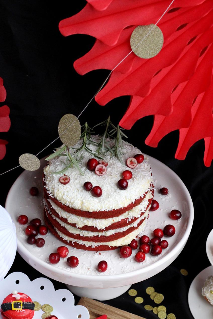 Der rote Papierfächer setzt den Nikolaus Sweet Table perfekt in Szene