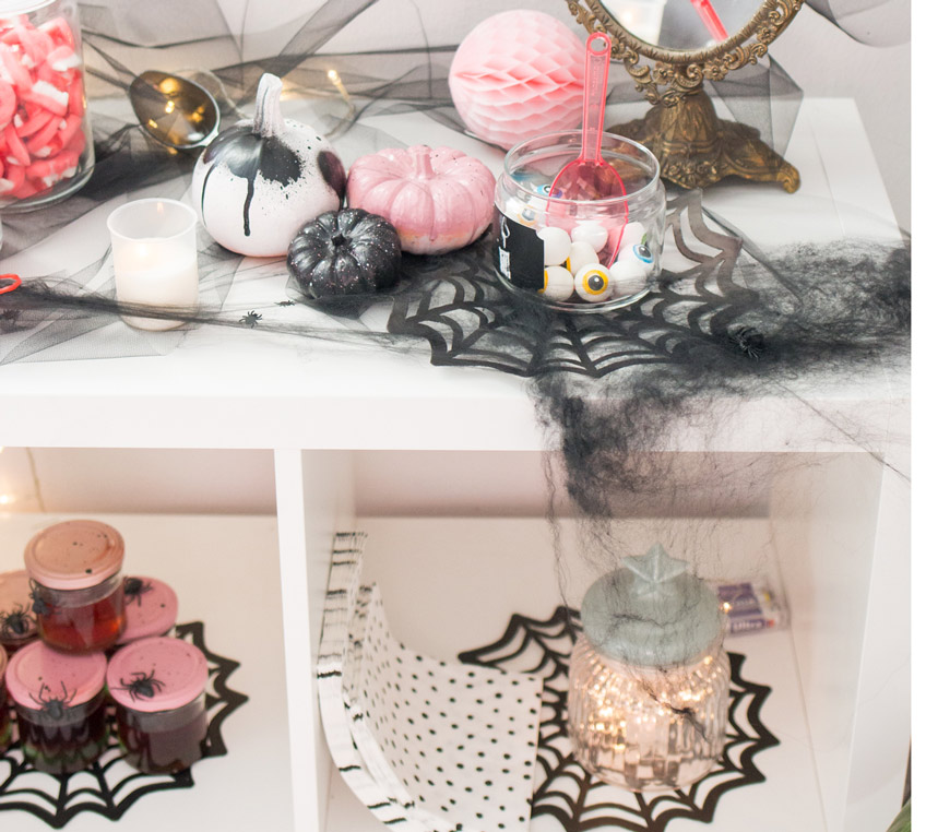 DIY-Zierkürbisse und Glibber im Glas - tolle Halloween-Ideen zum Selbermachen (c) delari.de