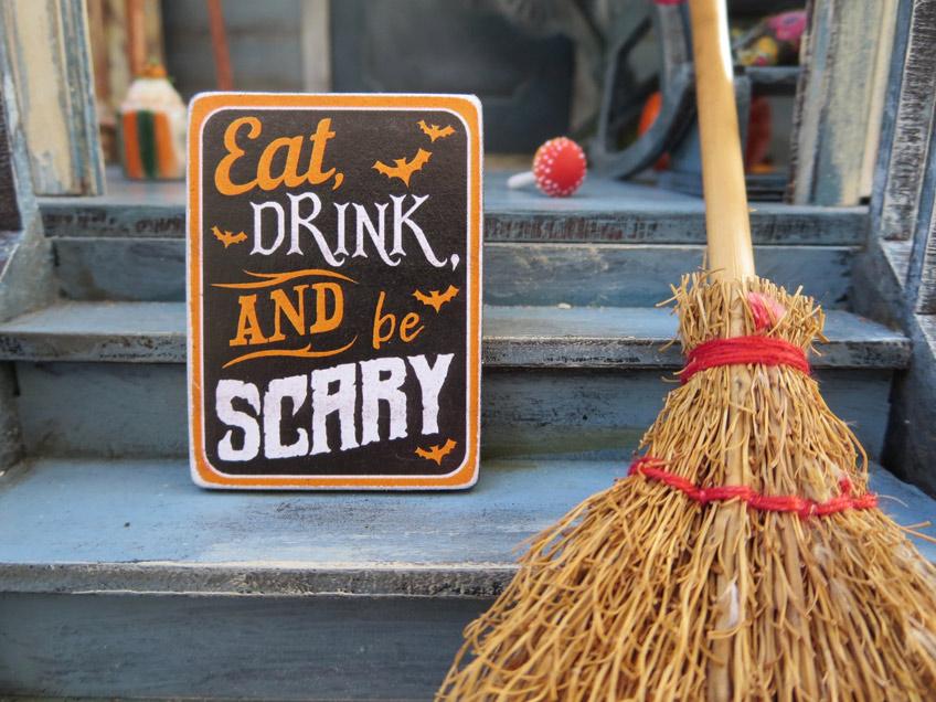 Auch Garten und Türbereich kannst du zu Halloween toll dekorieren (c) bee felten leidel on unsplash