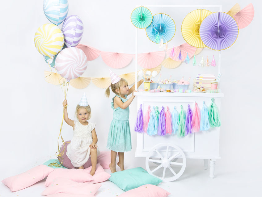 """Warum nicht einen kunterbunten Kindergeburtstag mit dem Motto """"Eiscreme"""" feiern?"""