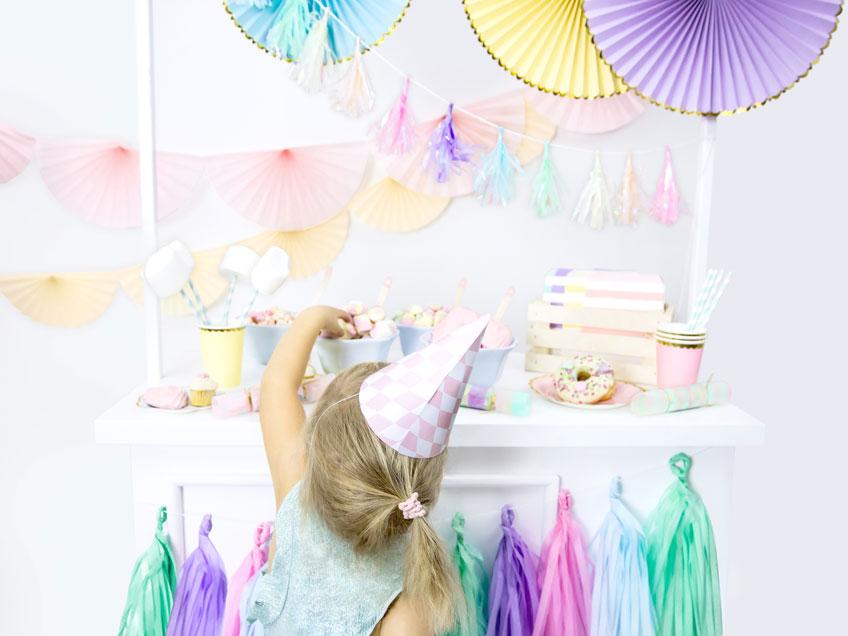 Süße Idee zum Kindergeburtstag - Eisparty mit Deko in Pastell