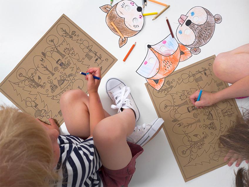Herbstgeburtstag drinnen: Lege den Kids ausmalbare Unterlagen auf den Platz