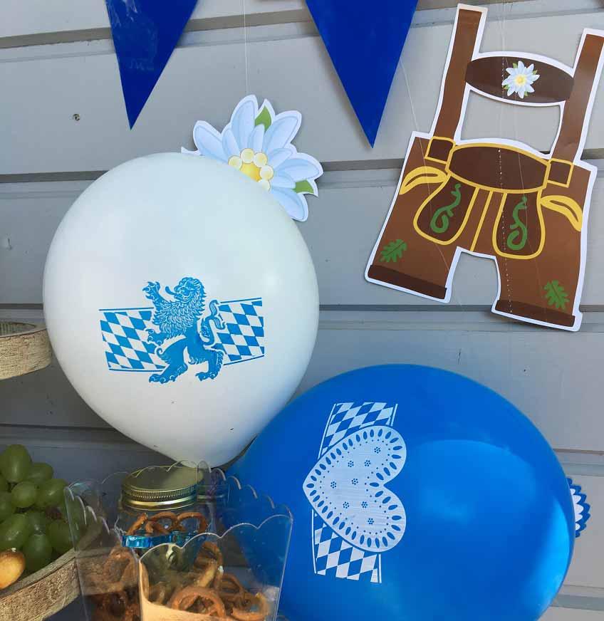 Oktoberfestparty zu Hause - mit dieser Deko in Blau und Weiß funktionierts