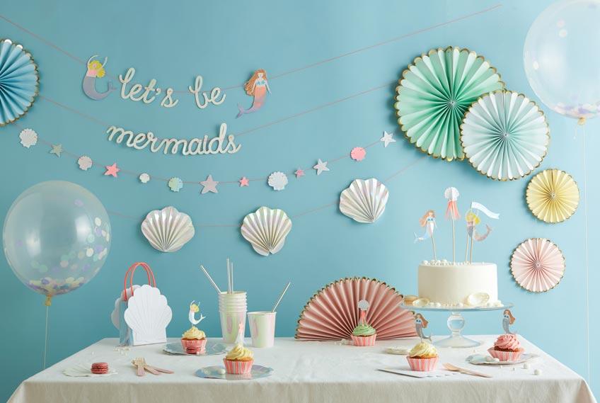 Erschaffe zum Meerjungfrauen-Kindergeburtstag eine passende Kulisse (c) MERI MERI