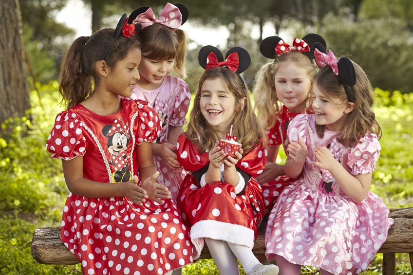Die Minnie-Maus-Mottoparty ist noch besser mit Kostümen