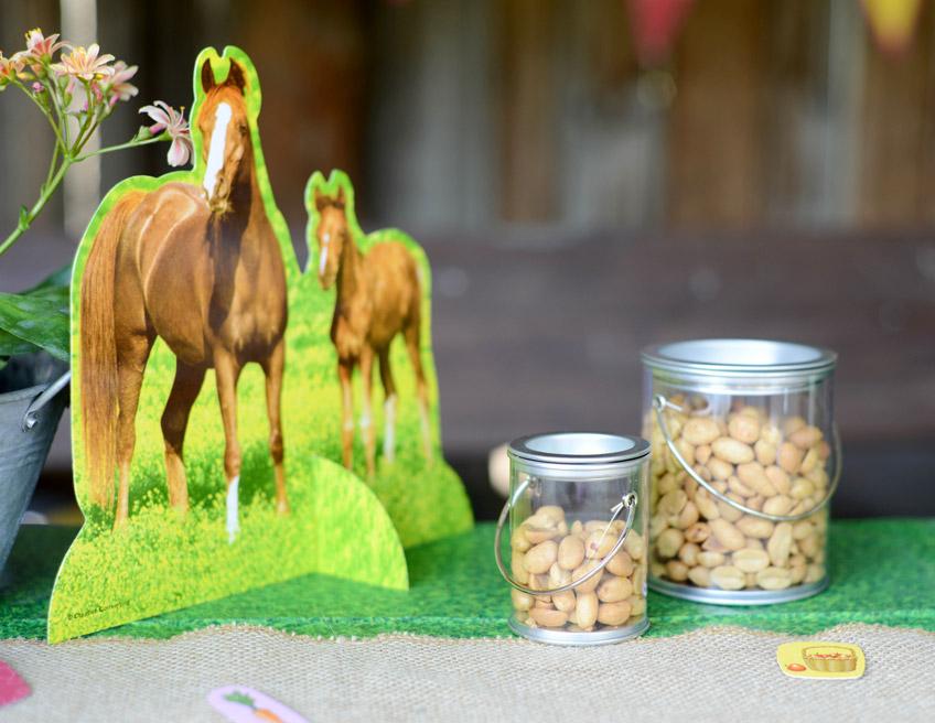 Kleine Stärkung für Reiterhof Fans auf der Pferdeparty