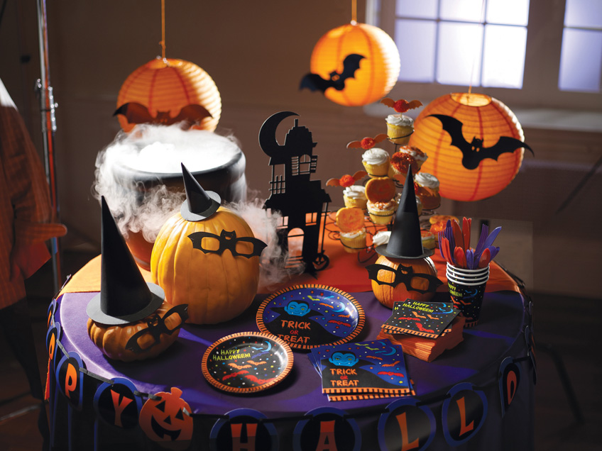 Kreativer halloween sweet table f r spukschloss for Halloween basteln dekoration