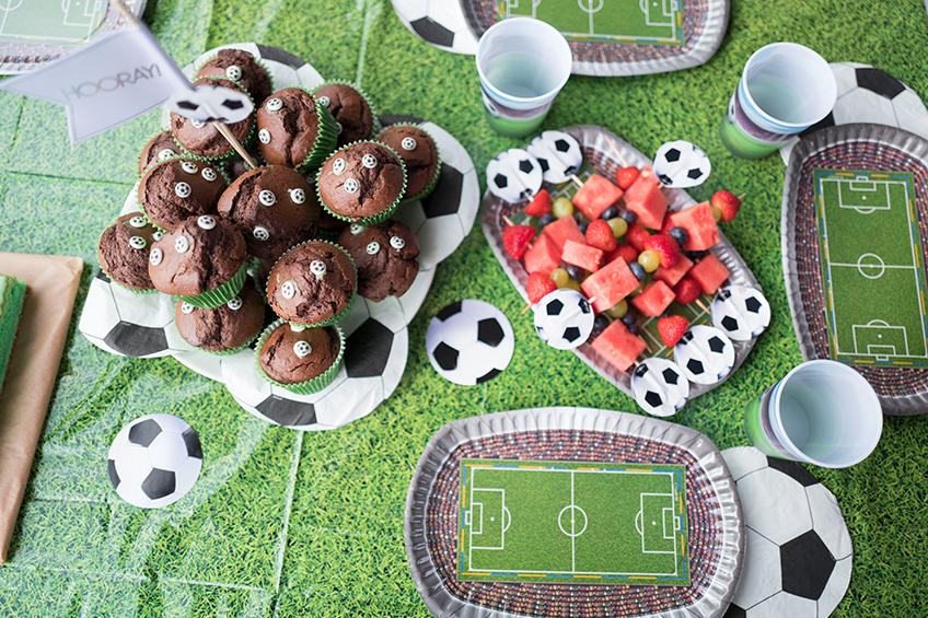 Bereit für die WM - mit diesem tollen Fußball-Sweet-Table habt ihr jede Menge Fans © mamigurumi.de