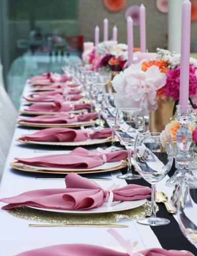 Großes Dinner zum Geburtstag mit fabelhafter Tischdeko (c) Voth Immobilien