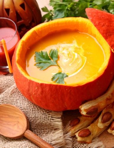 Perfekt für den Herbst: leckere Hexen Kürbissuppe zu Halloween