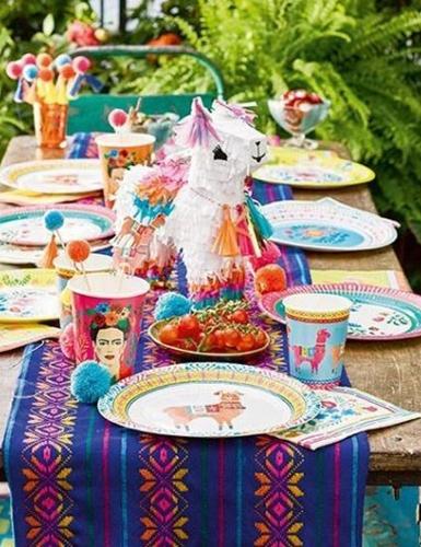 Knallige Deko mit Lamas - SO muss die Sommerparty aussehen!