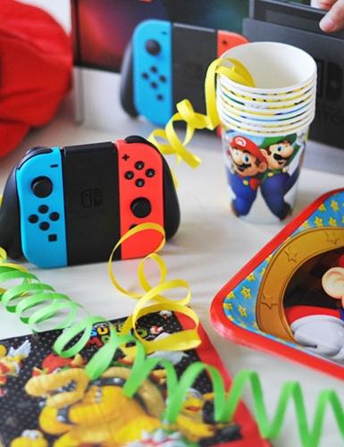 Mit der Nintendo Switch und Deko mit Super Mario lässt sich ein heldenstarker Geburtstag feiern
