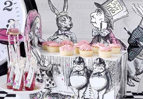 Trinkt doch Tee mit Alice und ihren Freunden aus dem Wunderland