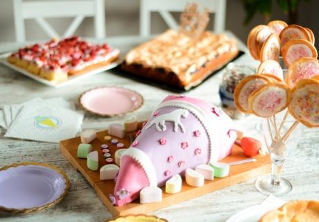 Oh wunderbares Backzubehör - Lass das Thema Schule auch vom Sweet Table strahlen (c) Nadine Batholdt