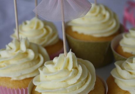 Mit diesen Cupcake-Toppern mit Tutu-Motiv setzt ihr ultimative Highlights auf der Ballerinaparty. Foto: Fräulein Kuchenzauber