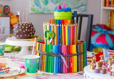 Selbstgebastelte Stifte Torte von Baby Kind und Meer