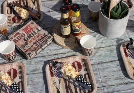 """BBQ King - Unsere Deko-Serie für richtige """"Grillmaster"""" setzt den Grundstein für die Barbecue-Geburtstagsparty © Monefaktur"""