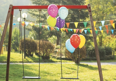 Im geschmückten Garten lassen sich tolle Kindergeburtstagsspiele spielen - auch im Herbst