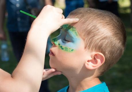 Am Kindergeburtstag zu Fasching fast ein Muss - Kinderschminken