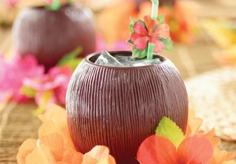 Für leckere Cocktails auf eurer Hawaii-Party passt der tropische Becher perfekt