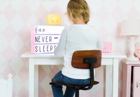 Die Lightbox hilft beim Lernen für Schulkinder - ein schönes Geschenk zum Schulanfang