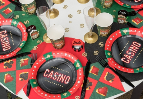 Feier einen Casino-Abend mit genialer Mottodeko mit Glücksspiel-Symbolen