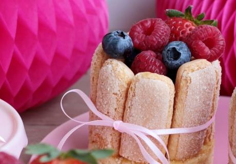 Muttertagsrezept zum Brunch oder Kafee: Süße Beeren-Mini-Charlotten-Törtchen