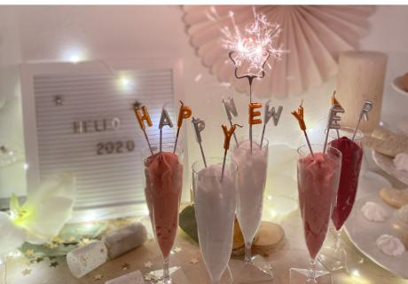 Mach es dir an Silvester zu Hause schön, dekorier den Tisch und trink schmucke Drinks (c) c.loves.c