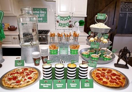 Ein passender Snack Table macht beim Super Bowl Viewing Freude.