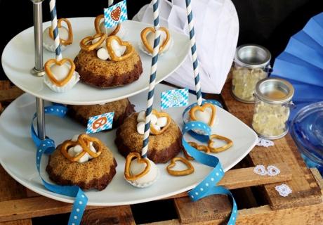 Köstliche Wiesn-Hits mit Salzbrezen und blau-weißer Partydeko (c) Mareike Winter - Biskuitwerkstatt